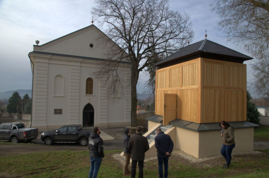 A tállyai evangélikus templom és a hozzá tartozó harangláb
